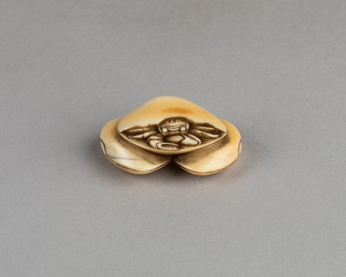 NETSUKE – Crab and shells. Japan Edo - Asian Works of Art Style