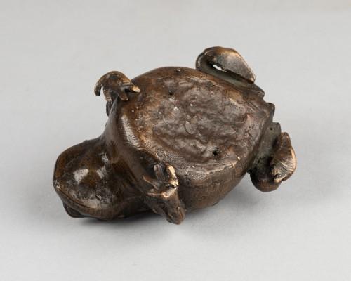 Bronze toad -
