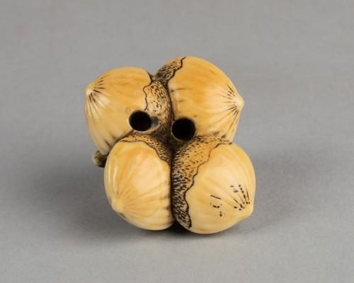 Netsuke – Monkey lying on four linked chestnuts. Japan Edo -