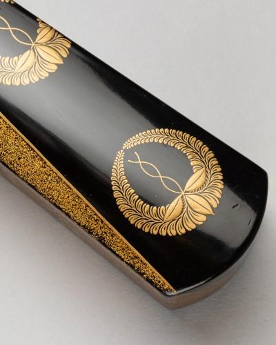 - Folding fan-shaped box in Japanese lacquer urushi, Japan Edo