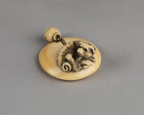 NETSUKE - Seated puppy and bell, Japan Edo - Asian Works of Art Style