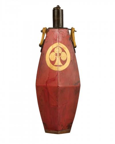 Japanese powder flask - The emblem (mon) of the Honda clan.