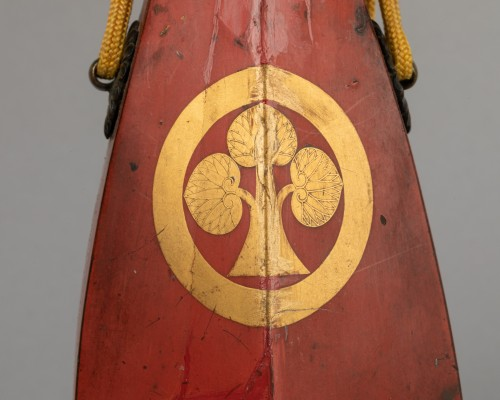 Japanese powder flask - The emblem (mon) of the Honda clan. - Asian Works of Art Style