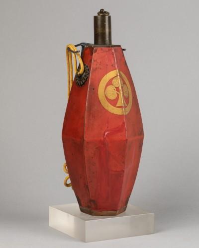 Japanese powder flask - The emblem (mon) of the Honda clan. -