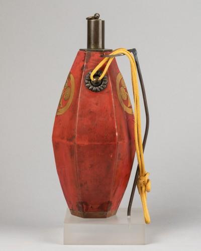 18th century - Japanese powder flask - The emblem (mon) of the Honda clan.