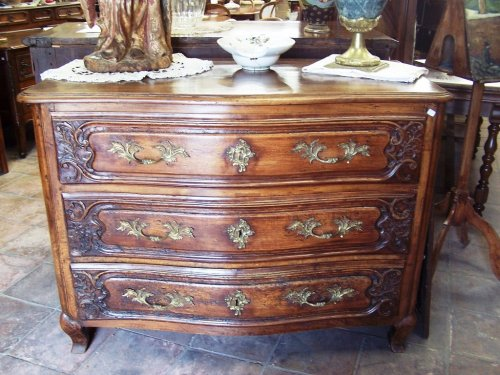 Lyon, 18th c french chest of drawers