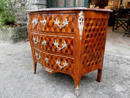 Chest of drawers form tomb, curved front and sides. - Furniture Style Louis XV