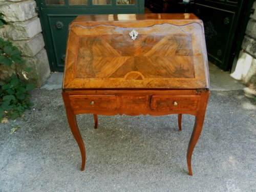 A Louis XV drop front secretaire in walnut, 18th century