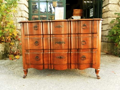 18th Century French commode or chest of drawers -