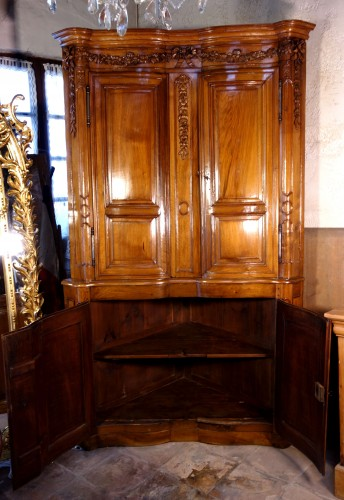 French Regence - 18th century Corner cabinet in walnut