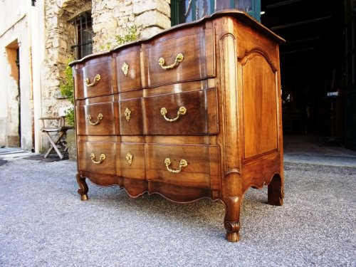 French 18th century walnut commode   - Louis XV