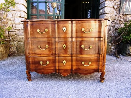 Antiquités - French 18th century walnut commode