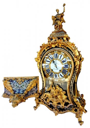 18th C Cartel Boulle marquetry clock in gilt bronze