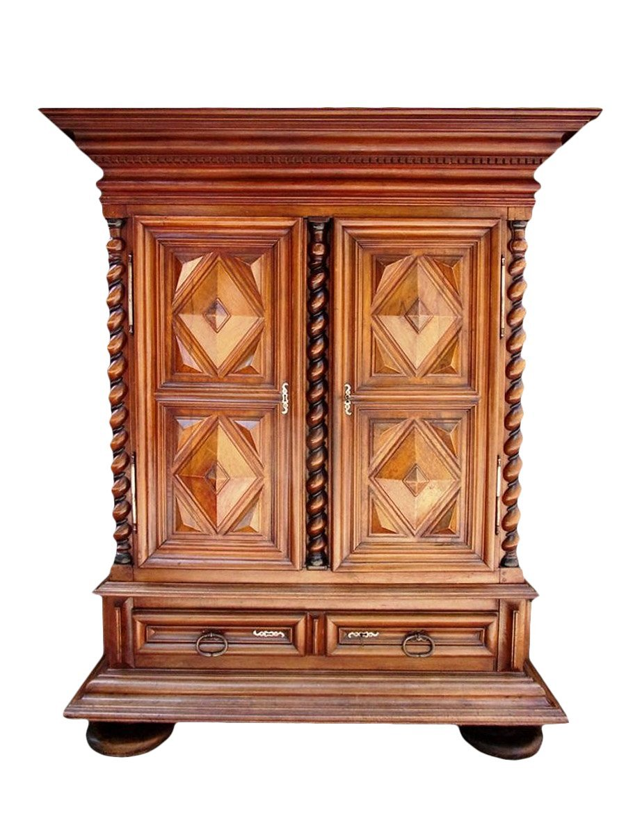 armoire louis xiii en noyer massif xviie si cle. Black Bedroom Furniture Sets. Home Design Ideas