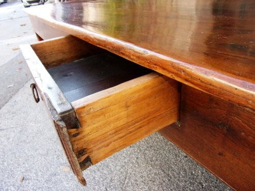 Antiquités - 18th C farmhouse table in oak with bread compartment