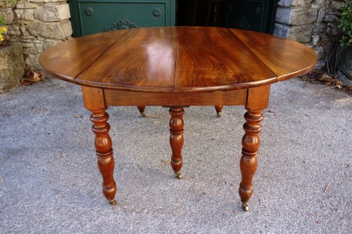 Furniture  - French Restauration period table in walnut