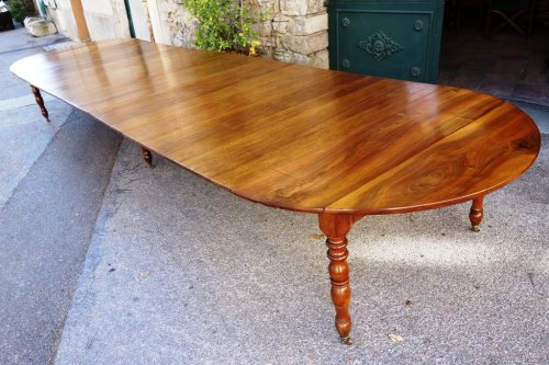 Antiquités - French Restauration period table in walnut