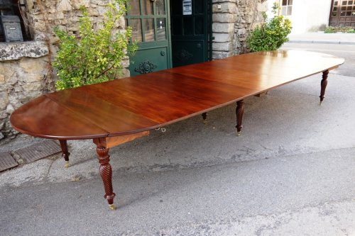 Restauration period french table in mahogany