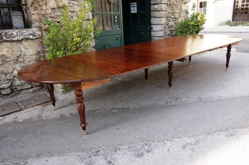 Antiquités - Restauration period french table in mahogany