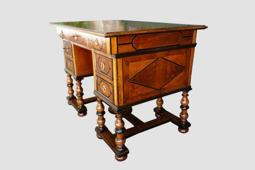 Furniture  - Mazarin office with broken top, end of the 17th century
