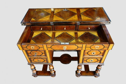 Louis XIV - Mazarin office with broken top, end of the 17th century