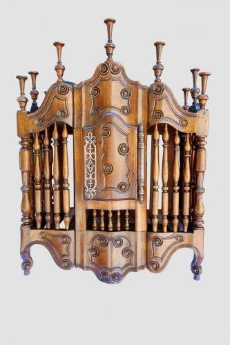 Antiquités - Provençal Panetière de Fourques with crossbow facade, end of the 18th centu