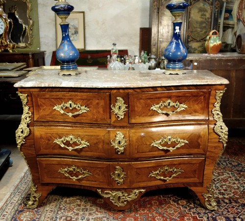 Commode tomb in marquetry of rosewood stamped Migeon, XVIIIth - Furniture Style Louis XV