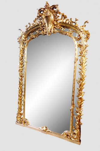 Antiquités - Monumental pair of giltwood mirrors, 243 cm