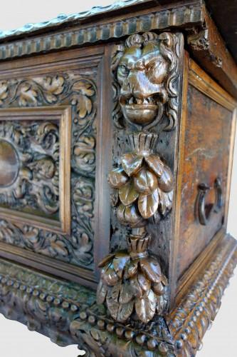 Furniture  - Cassone wedding chest in walnut, 17th century
