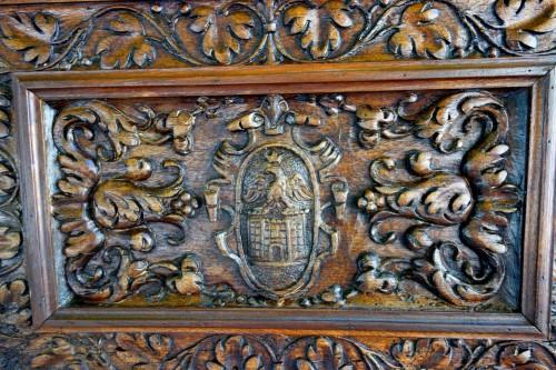 Antiquités - Cassone wedding chest in walnut, 17th century