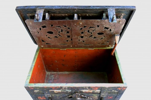 Nuremberg polychrome chest, 17th century -