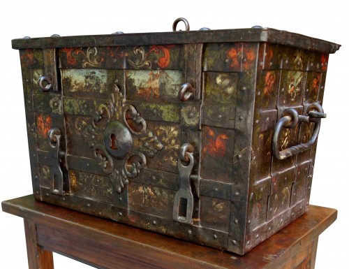 Antiquités - Nuremberg polychrome chest, 17th century