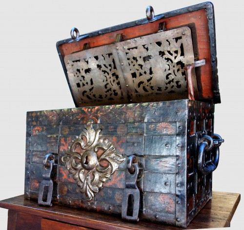 A 17th century Nuremberg chest - Renaissance