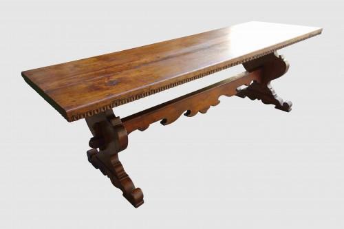 19th century - Large Italian abbey table in walnut