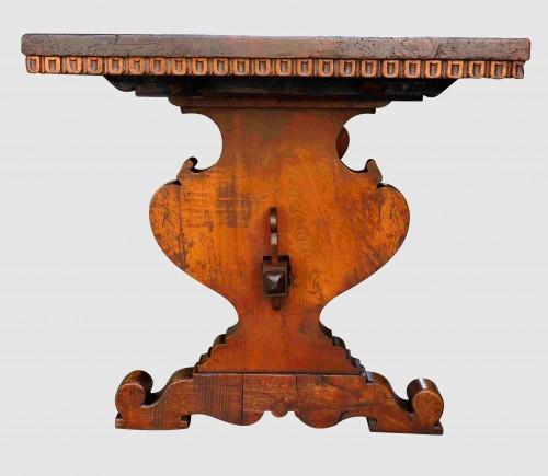 Antiquités - Large Italian abbey table in walnut