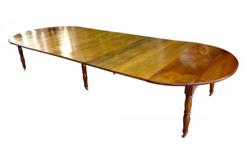 Large table with 6 Jacob Jacob walnut legs from Isère, Directoire period