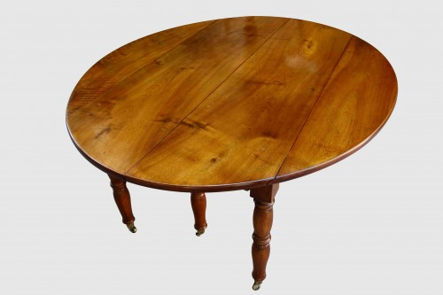 Large table with 6 Jacob Jacob walnut legs from Isère, Directoire period -