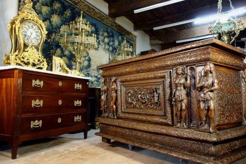 Large chest of the Second Renaissance with allegories of the four seasons - Furniture Style Renaissance