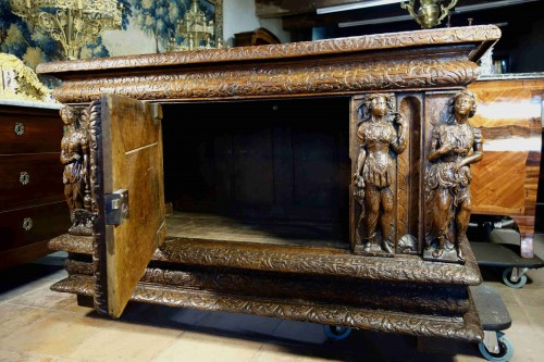 Renaissance - Large chest of the Second Renaissance with allegories of the four seasons