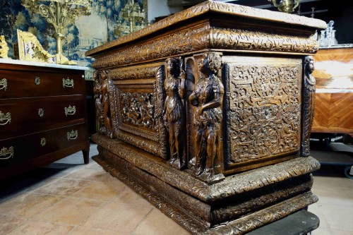 Antiquités - Large chest of the Second Renaissance with allegories of the four seasons