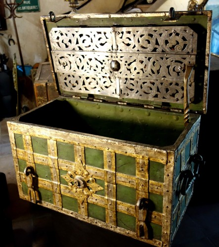 17th century -  Large polychromed Nuremberg chest