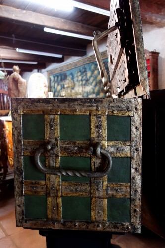 Large polychromed Nuremberg chest - Renaissance