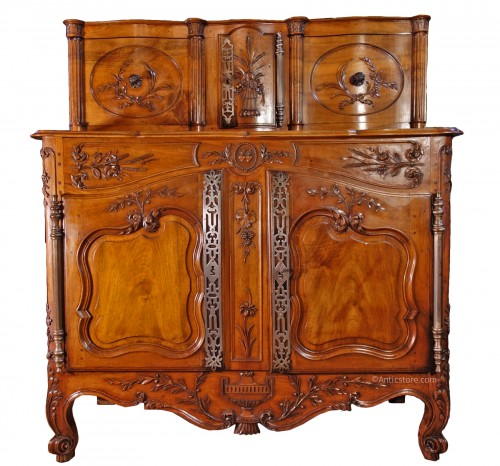 Provencal Arles sideboard in walnut, 18th century
