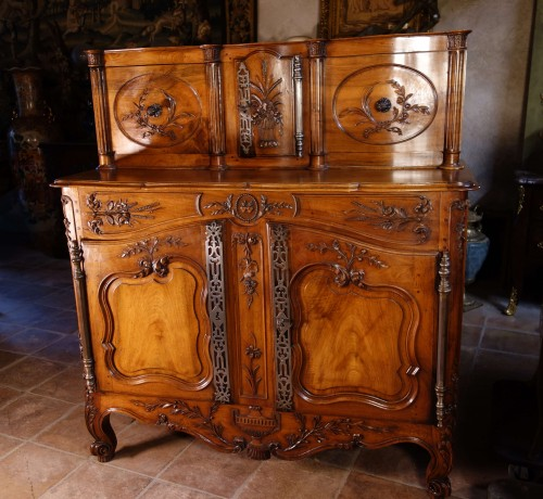 Provencal Arles sideboard in walnut, 18th century - Furniture Style