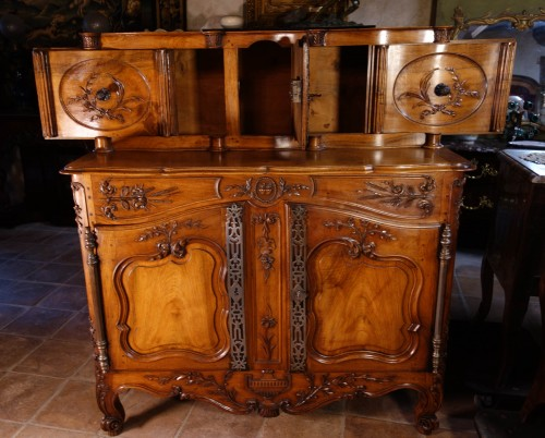 Antiquités - Provencal Arles sideboard in walnut, 18th century