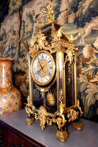 Antiquités - Cartel clock in Boulle marquetry on sheath by Thuret