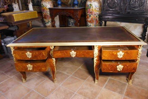 "Napoléon III - Large desk ""Face to Face"" in floral marquetry opening with 9 drawers"