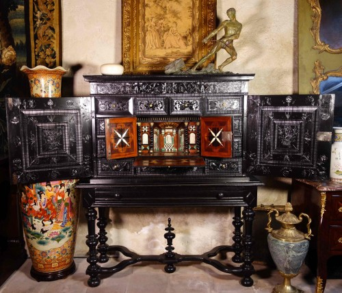 Ebony cabinet with scenes of the Holy Family - Furniture Style Renaissance