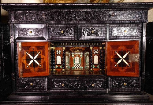 Antiquités - Ebony cabinet with scenes of the Holy Family