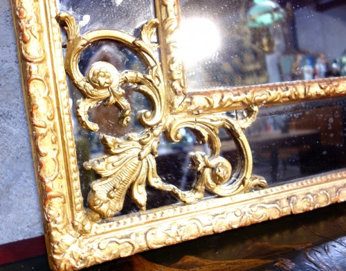 French Regence -  Large Regency mirror with glazing beads with birds
